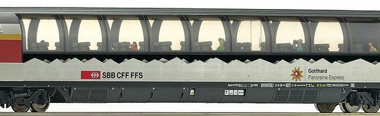 Roco 74400 SBB Panoramawagen Apm des Gotthard-Panorama-Express