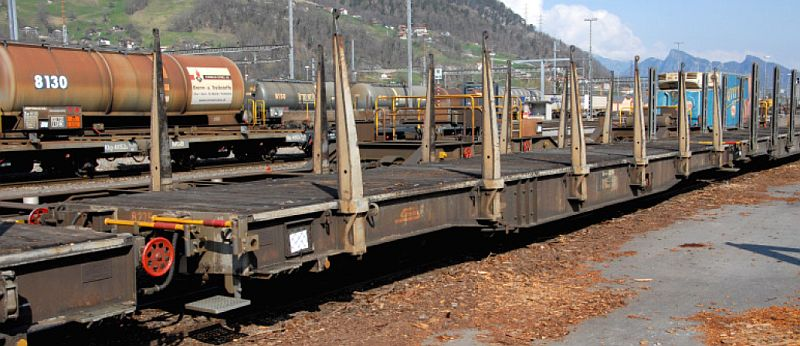 Bemo 2280 105 RhB Rungenwagen Sp-w Nr. 8275 für Holztransporte.